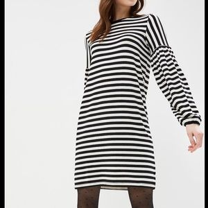 Gap softspun balloon sleeve black stripe dress XS